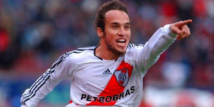 El último triunfo en el Monumental fue en el Torneo Apertura 2007. Ese día, Belluschi fue figura y marcó dos goles.