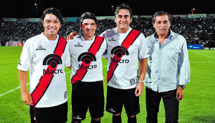 Gallardo, Enzo y Ramón, protagonistas de una noche inolvidable para el Burrito Ortega (Foto: Clarín)