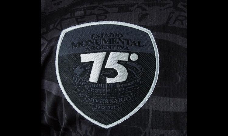75 años monumental