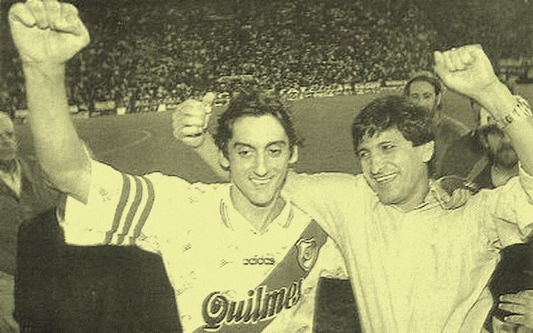 ERAN OTROS TIEMPOS. Enzo y Ramón festejan el tricampeonato.