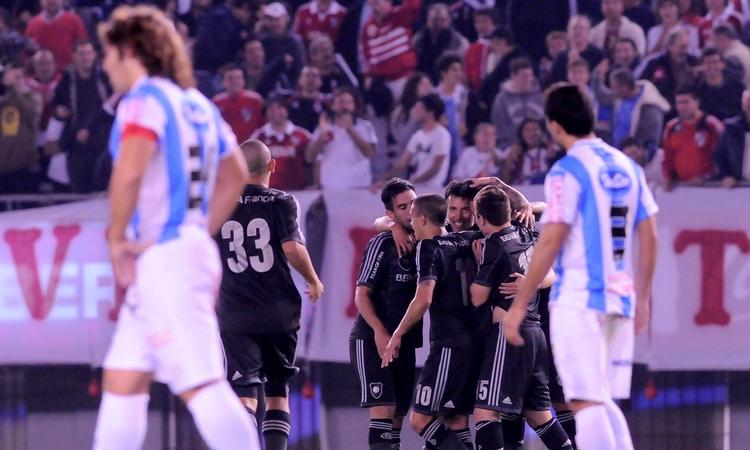 Todo River grita el gol de Vangioni (Foto: Diario Olé)