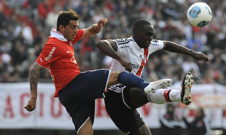 Álvarez Balanta lucha y gana (Foto: Diario Olé)