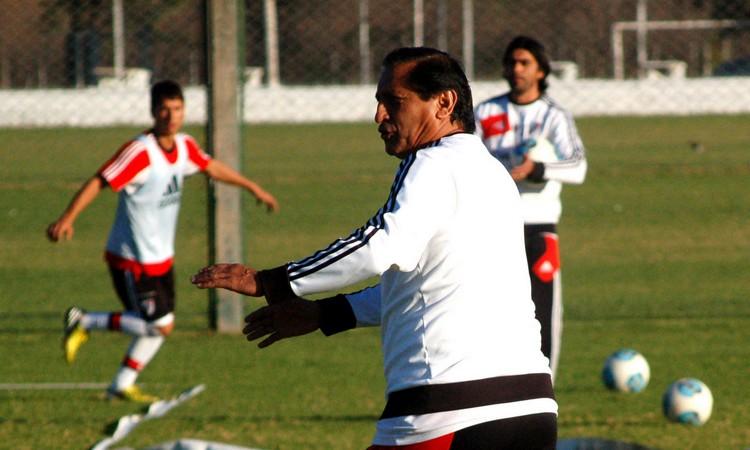 Ramón comanda los entrenamientos en Salta (Foto: Diario Olé)